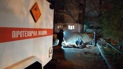 Как спасатели доставали более 100 боеприпасов вблизи Шулявского моста: видео