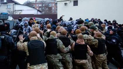 У Вінниці пікет біля обленерго завершився бійкою з поліцією: фото та відео