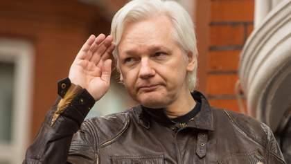 Дело против скандального Ассанжа закрыли в Швеции: в чем его подозревали