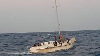 Біля Італії затримали яхту з нелегалами, якою керували українці