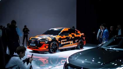 """Оновлений електрокар Audi E-Tron Sportback отримав """"розумні"""" фари"""