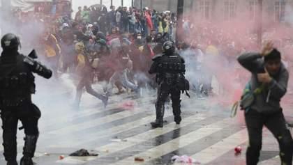 Кровавые столкновения в Колумбии: более 300 раненых, трое погибших – фото, видео