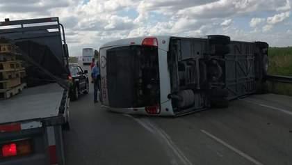 Автобус с туристами из РФ столкнулся с грузовиком и перевернулся в Доминикане: жуткие кадры