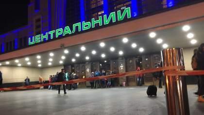 """Неизвестный """"заминировал весь Киев"""", Центральный вокзал эвакуировали: фото"""