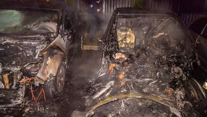 В Днепре взорвался и загорелся электрокар: соседние авто выгорели дотла – фото