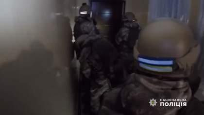 Силовики затримали банду викрадачів елітних авто: відео штурму