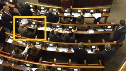 Депутат Медведчука установил рекорд по кнопкодавству в Раде: видео