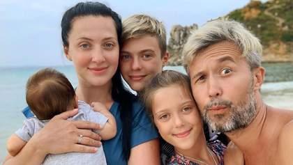 Сергей Бабкин устроил концерт для семьи за ужином: трогательное видео