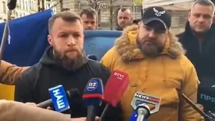 "Ветеранов и активистов ""Нацкорпуса"" задержали в Париже на акции протеста ""Не капітулюй Путіну"""