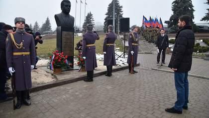 Российский депутат от Крыма открыл памятник Кобзону в Донецке: фото