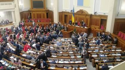 Тимошенко в Раде заблокировала президиум и заняла место Разумкова: видео