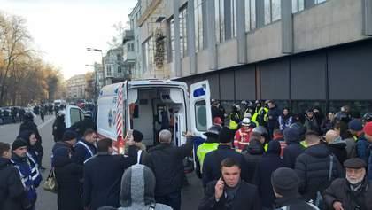 Столкновения под Радой: протестующие разбили окна и разобрали мостовую, есть задержанные