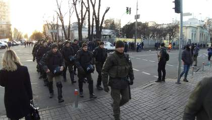 Крищенко пояснив, чому поліція вирішила розігнати протестувальників під Радою