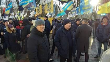 Протесты под Радой: полиции пришлось успокаивать провокатора – фото, видео