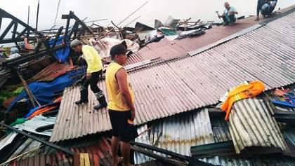 На Филиппинах бушует тайфун Пханфон: жуткие фото и видео
