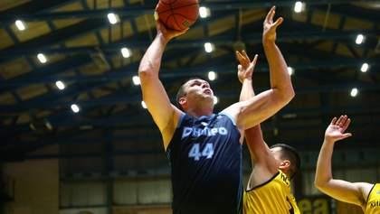 Центральний матч чемпіонату України з баскетболу зупинили через сутички фанатів – фото