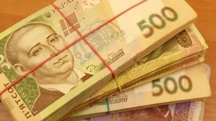 Средняя зарплата украинцев за год выросла на 17%: кто и где получает больше
