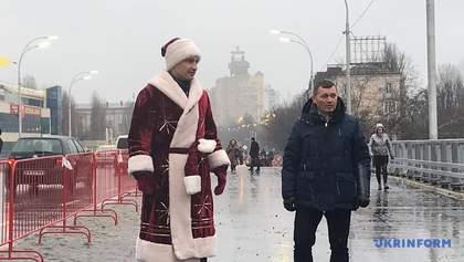 Кличко в костюме Деда Мороза открыл Шулявский мост: яркие фото и видео