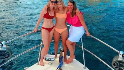 Взрослые дочери Билла Гейтса поразили идеальными фигурами в купальниках: фото