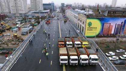 Мережу шокували деталі відремонтованого Шулявського мосту: фото