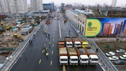Сеть шокировали детали отремонтированного Шулявского моста: фото