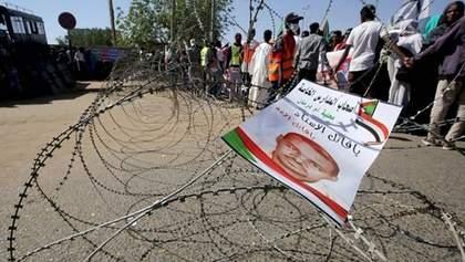 В Судане за убийство протестующего насмерть осудили 27 правоохранителей