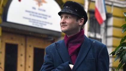 Росія видворила в Україну і заборонила в'їзд кримському блогеру, який підтримував анексію