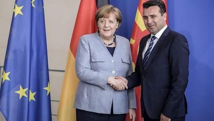 Премьер Северной Македонии подал в отставку из-за провала переговоров о вступлении в ЕС
