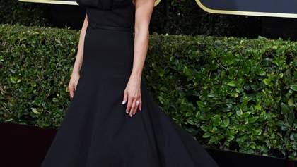 """Чорний лебідь: Дженніфер Еністон на червоній доріжці """"Золотого глобусу"""""""