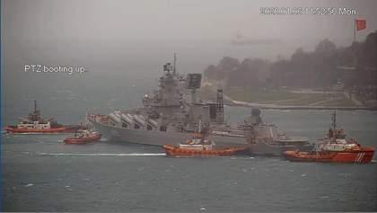 Ракетний крейсер Путіна не зміг пришвартуватись до пірсу у Стамбулі і повернувся в РФ: відео