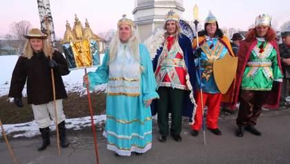 Традиція тривалістю у понад 30 років: як вертеп вітає односельців з Різдвом