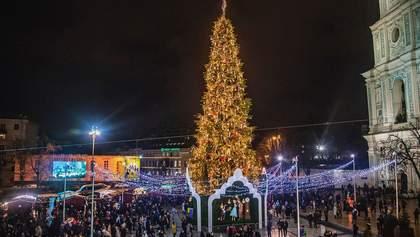 У Києві демонтують головну новорічну ялинку: фото