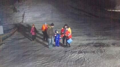 На Львовщине остановился подъемник с 32 туристами: видео