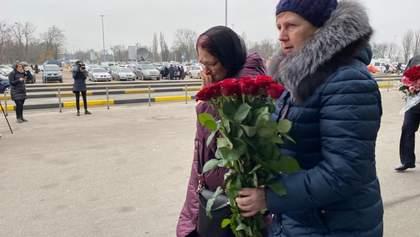 """У """"Борисполі"""" збираються родичі загиблих в авіакатастрофі МАУ в Ірані: відео"""