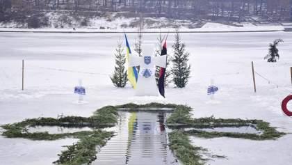 Як українці купаються на Водохреще: веселі фото та відео