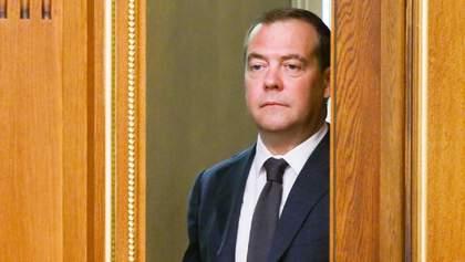 Медведев признал, что санкции из-за аннексии Крыма болезненно ударили по России