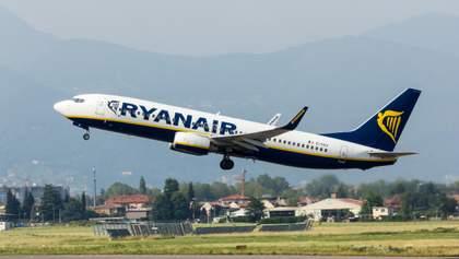 Самолет авиакомпании Ryanair загорелся в воздухе: видео с борта