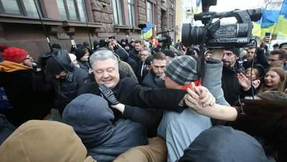 Порошенко після допиту у ДБР заявив, що за ним стежать слідчі: відео