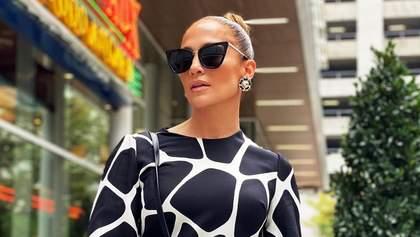 Голлівудська розкіш: Дженніфер Лопес обрала для прогулянки сукню від Valentino