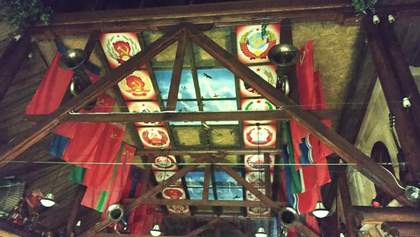 """Портрети Сталіна та Леніна """"прикрасили"""" ресторан: поліція відкрила провадження"""