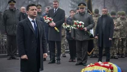 Зеленский почтил Героев Крут и сравнил их с нынешними военными: фото и видео