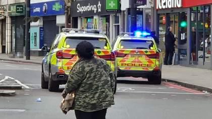 Неизвестный порезал прохожих в Лондоне: нападавшего застрелила полиция