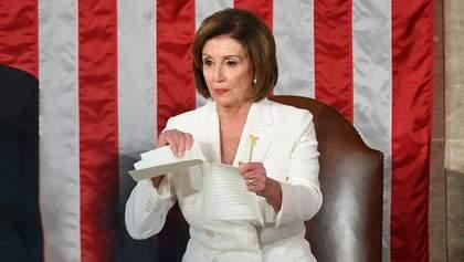 Скандал во время выступления Трампа в Конгрессе: Нэнси Пелоси разорвала его речь