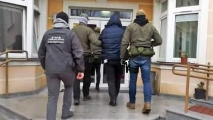 Незаконная схема легализации иностранцев в Польше: задержали двух украинцев