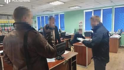 ДБР обшукало Подільську та Поліську митниці