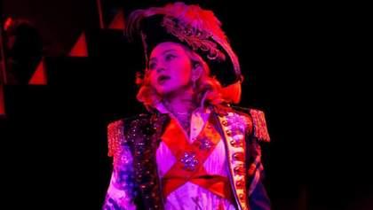 Мадонна вышла в свет в шляпе от украинского дизайнера: фото