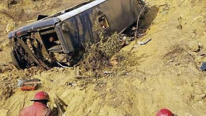 У Перу автобус із футбольними фанатами зірвався з висоти: є загиблі – фото