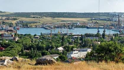 Из-за санкций порты аннексированной Керчи на грани банкротства: работников массово увольняют