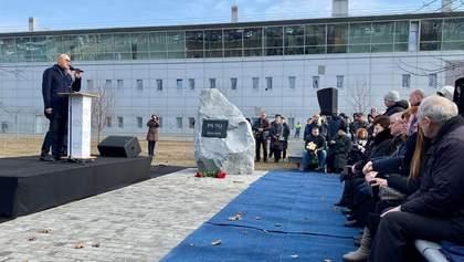 """У """"Борисполі"""" відкрили сквер пам'яті жертвам авіакатастрофи МАУ: фото та відео"""