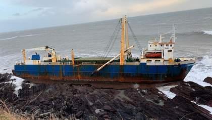 """""""Корабль-призрак"""" прибыл к берегам Ирландии: почему на судне не было экипажа"""